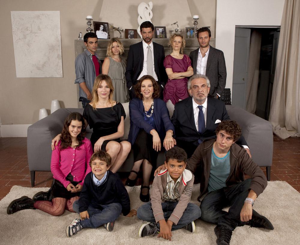 Ascolti Tv, 14 luglio 2013: Una grande Famiglia a 2,4 mln; Hawaii Five-0 a 1,8 mln; Le inchieste dell'ispettore Zen a 1,5 mln