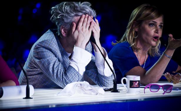X Factor 6, prima parte Audizioni: tra l'ex Miss Italia Stefania Bivone e il ritorno della sorella Lallai. Scontro tra Simona Ventura e Arisa