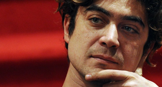 Supercinema, stasera la nuova puntata su Canale 5; intervista a Riccardo Scamarcio, Alessandro Siani e Christian De Sica