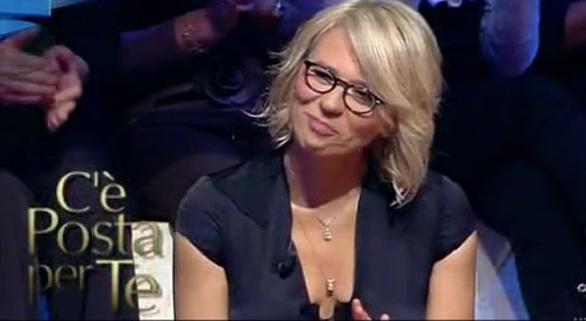 Ascolti Tv, 6 ottobre 2012: C'è Posta per Te vince ancora con 4,9 mln contro Ti Lascio una Canzone fermo a 4 mln