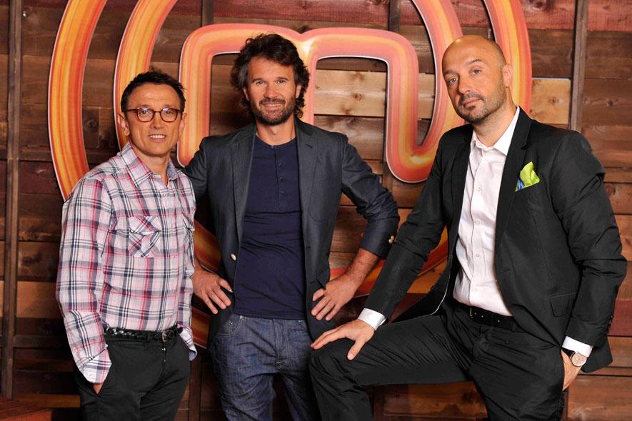 A Cielo che Gol!, i giudici di MasterChef ed i concorrenti di X Factor 6; ospiti anche Emis Killa e Gene Gnocchi
