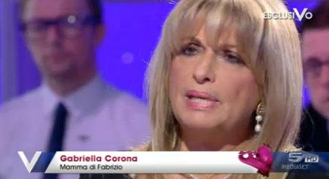 """La madre di Corona in esclusiva a Verissimo: """"Fabrizio vittima del sistema"""". Appello al Presidente Napolitano – FOTO"""