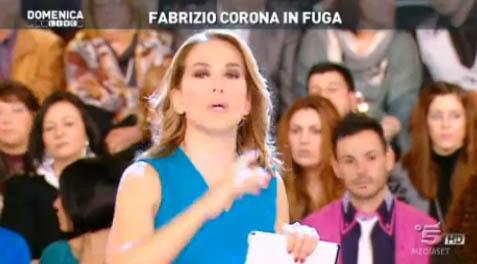 Fabrizio Corona in fuga: ne parla Barbara D'Urso a Domenica Live. L'appello della mamma di Nina Moric – FOTO