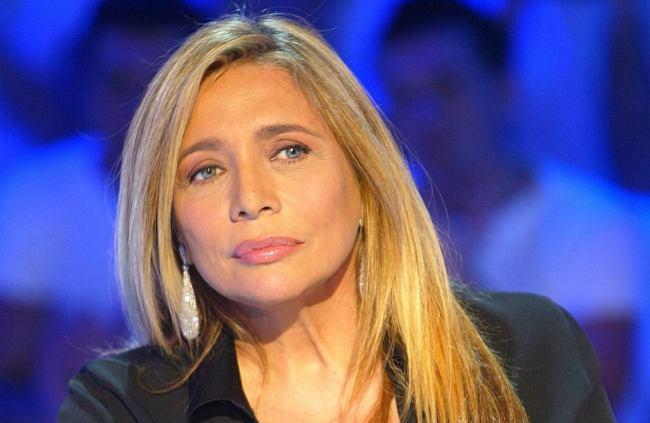 """Mara Venier shock su Chi: """"Il mio uomo mi picchiò e tentò di uccidermi"""""""