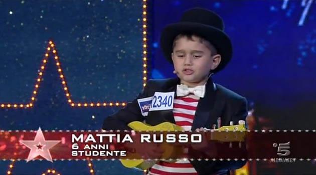 Italia's got talent, Mattia Russo, il bambino che canta Rino Gaetano ed ama Emma Marrone e Pierdavide Carone – VIDEO