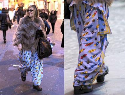 Paola Barale in giro per Roma… in pigiama?