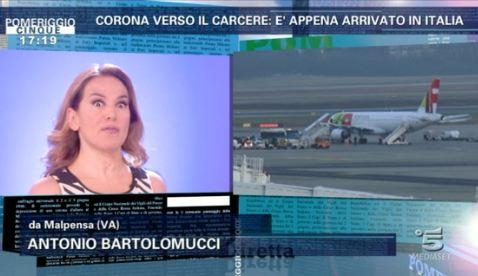 Pomeriggio Cinque: Barbara D'Urso segue in diretta l'arrivo di Fabrizio Corona in Italia – FOTO