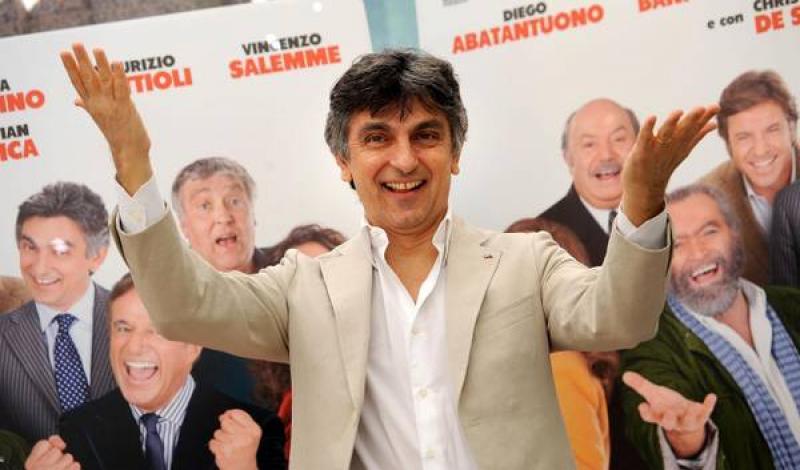 Supercinema, stasera su Canale 5 in seconda serata: intervista-verità a Vincenzo Salemme