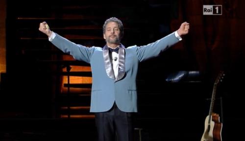 Sanremo 2013, Beppe Fiorello apre la seconda serata ed incanta con Modugno – VIDEO