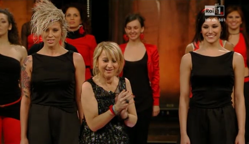 Sanremo 2013, Luciana Littizzetto, il monologo sull'amore ed il flash mob contro la violenza sulle donne – VIDEO