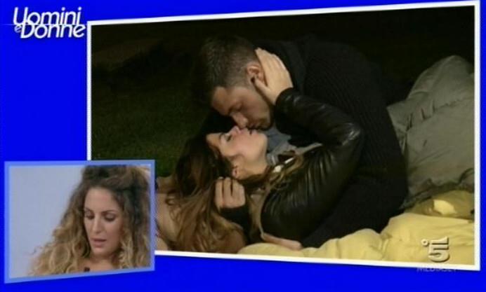 Uomini e Donne anticipazioni: Francesca torna e vuole baciare Eugenio ma lui esce con Rosa. Andrea ed Eleonora sconfitti