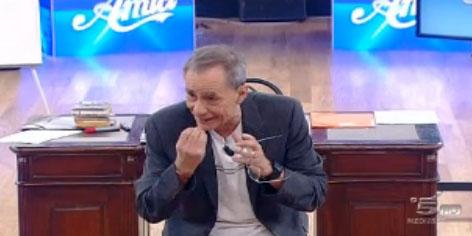"""Amici 12, puntata di oggi 5 febbraio: Etienne perde nella sfida interna """"privata"""" contro Pasquale. Roberto Vecchioni nella Scuola"""