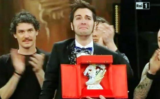 """Sanremo 2013: Antonio Maggio vince la categoria Giovani con """"Mi servirebbe sapere"""" – VIDEO"""