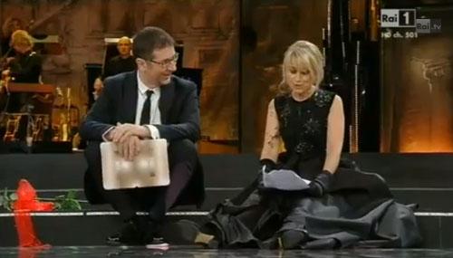Sanremo 2013, prima serata: Luciana Littizzetto legge la letterina a San Remo – VIDEO
