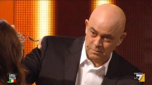 """Maurizio Crozza in BastardChef, la fortunata parodia di MasterChef: """"Penso che muoro"""" – VIDEO"""