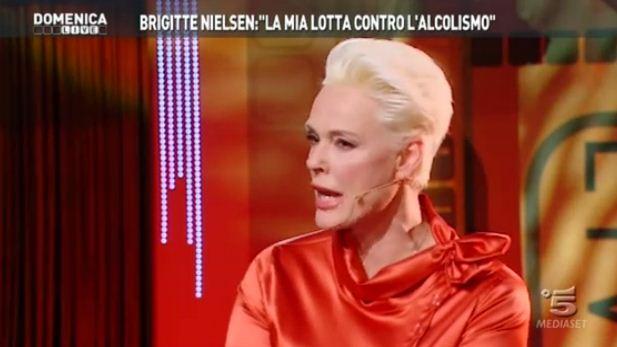 """Domenica Live, Brigitte Nielsen shock: """"Ero un'alcolizzata, ho tentato il suicidio"""""""