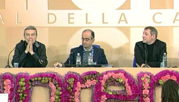 Sanremo 2013: la seconda conferenza stampa. Fabio Fazio e Luciana Littizzetto assenti; Maurizio Crozza showman