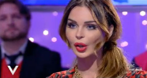 """A Verissimo, Nina Moric furiosa contro Fabrizio Corona: """"Dentro o fuori dal carcere? Io dico: ospedale psichiatrico"""""""