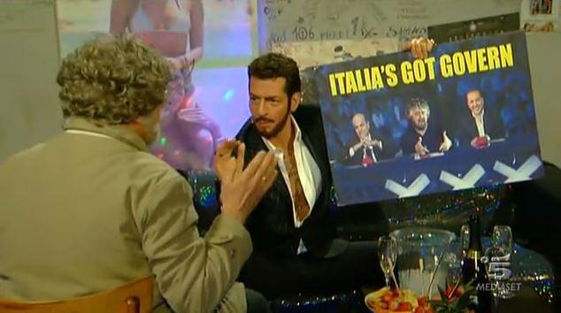 """Zelig, Fabrizio Corona e la proposta indecente a Beppe Grillo: """"Italia's got Govern"""" – VIDEO"""
