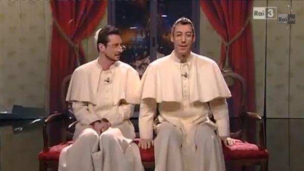 Che tempo che fa, Luca e Paolo sono Papa Ratzinger e Papa Francesco, poi cantano L'Essenziale di Marco Mengoni