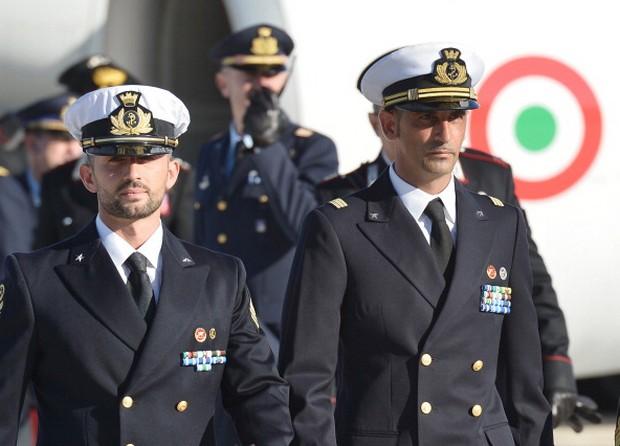 Quarto Grado, stasera puntata speciale dedicata ai due marò: intervista esclusiva all'ex ministro degli Esteri Giulio Terzi