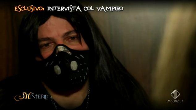 Mistero: i Real Vampire che bevono sangue umano – FOTO