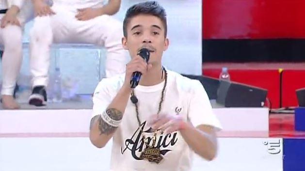 Amici 12: Moreno Donadoni canta il suo inedito – VIDEO