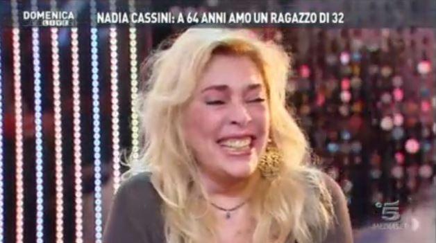 """Domenica Live, Nadia Cassini in stato confusionale. La D'Urso: """"Non stai bene, credo tu abbia un miscuglio strano in corpo"""""""