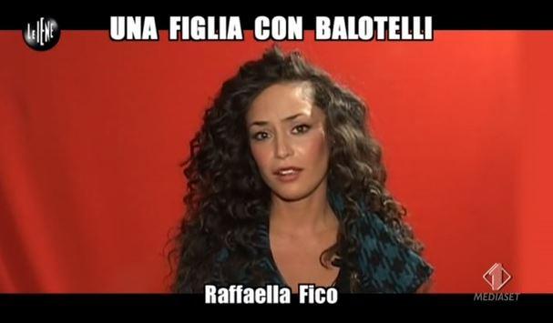 """Le Iene, intervista a Raffaella Fico: Mario Balotelli, Nicole Minetti e le """"cene di lavoro"""" con Silvio Berlusconi – VIDEO"""