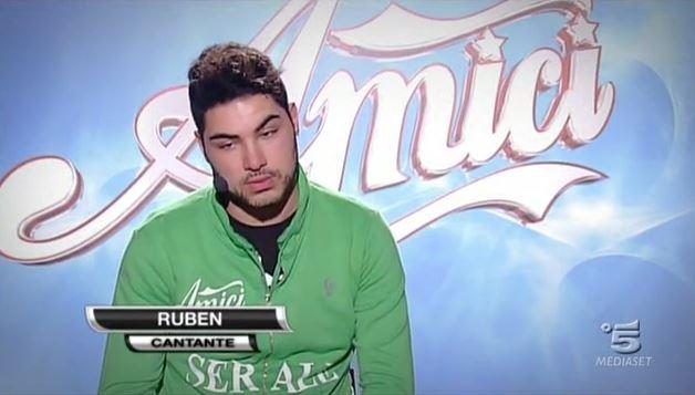 Amici 12, Ruben primo allievo ad accedere al serale: il riscatto dopo un anno di attesa e l'invidia di Verdiana