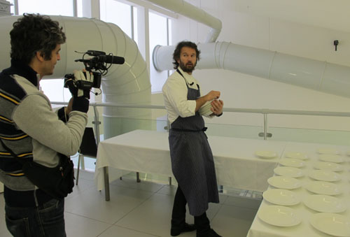 Il Testimone, Pif racconta il fenomeno mediatico della cucina con Carlo Cracco, stasera su MTV