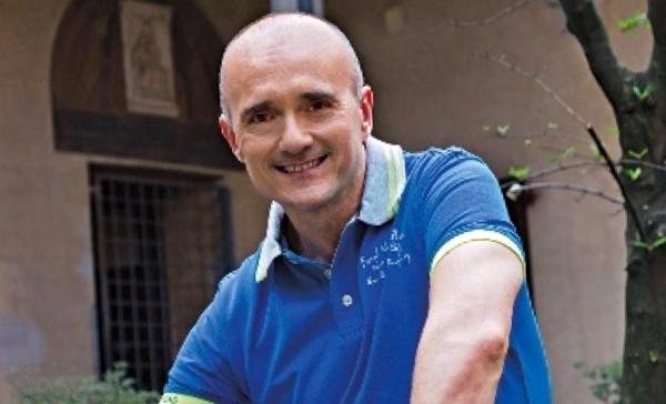 Alfonso Signorini confessa di essere infedele ma dice no ai matrimoni e alle adozioni gay