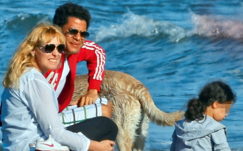 """Antonella Clerici in vacanza con Eddy e Maelle: """"Siamo due genitori, non una coppia"""""""