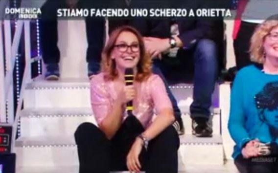 Barbara D'Urso imita Maria De Filippi: Uomini e Donne arriva a Domenica Live