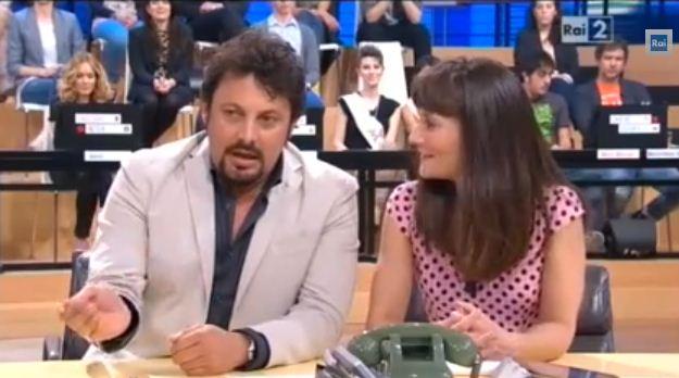 """Quelli che, Enrico Brignano: """"Teo Mammucari gioca a fare quello che non sa fare. Ho lasciato Le Iene perché stavo male"""""""