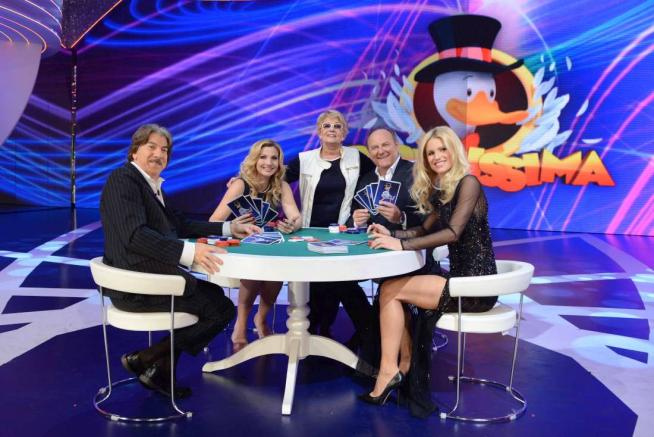 Paperissima, stasera la quarta puntata: Elisabetta Canalis, Lorella Cuccarini, Marco Columbro e Brumotti ospiti