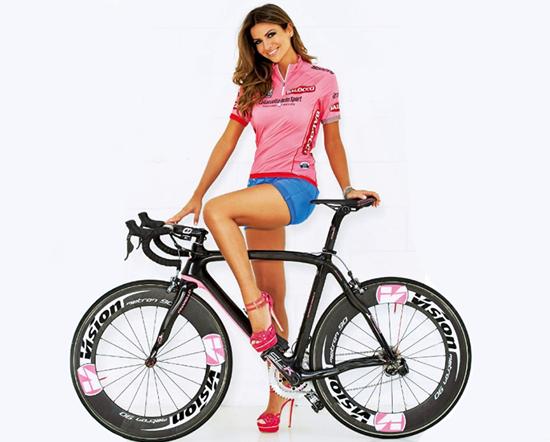 Giro d'Italia 2013: Alessia Ventura sexy madrina ufficiale