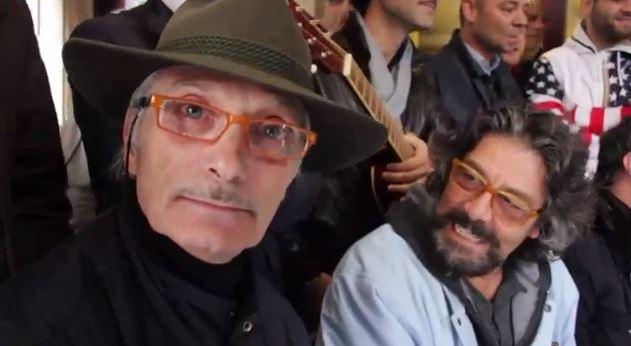 """Uomini e Donne, Maria De Filippi all'Edicola Fiore: """"Aspettiamo John Wayne al trono over"""" – VIDEO"""