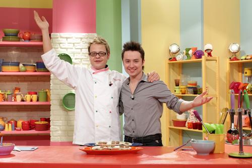 Help Kitchen – Party con Spyros, da oggi su DeAKids con Spyros, Matteo Macchioni, Mr Brown e Tata Adriana