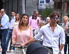 Belen Rodriguez a passeggio con Santiago e Stefano De Martino, tra baci e coccole – FOTO