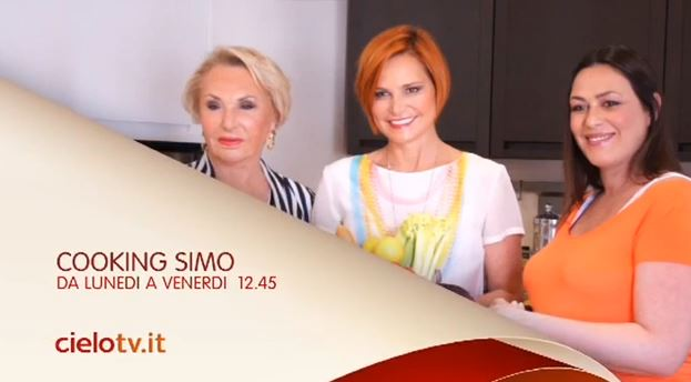 Cooking Simo, Simona Ventura, la sorella Sara e la madre ai fornelli, da oggi alle 12:45 su Cielo