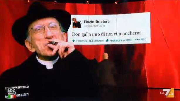 Crozza nel Paese delle Meraviglie: il ricordo di Don Gallo e la parodia di Flavio Briatore – FOTO