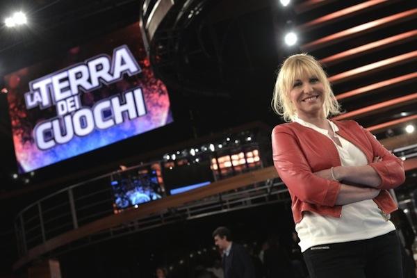 La Terra dei Cuochi, stasera la quinta e penultima puntata con Antonella Clerici in attesa della collocazione alla domenica