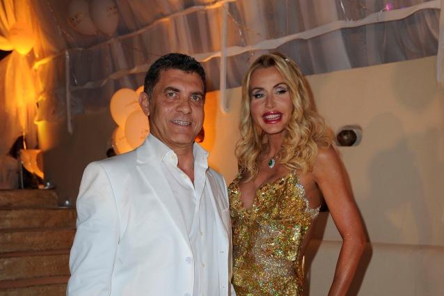 Valeria Marini sposa in abito dorato: il matrimonio oggi in diretta tv su RaiUno