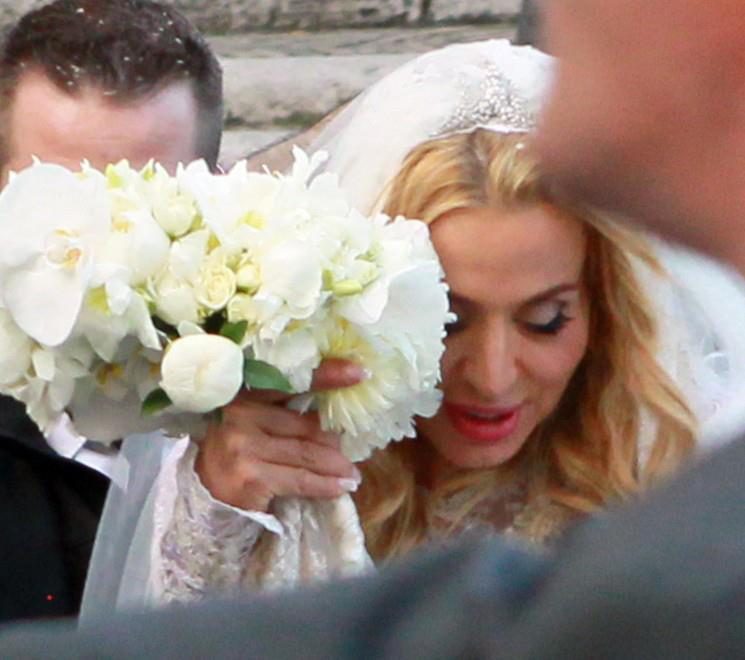 """Valeria Marini sposa; Fiorello ironizza: """"E' l'unico matrimonio senza marito"""" – VIDEO"""