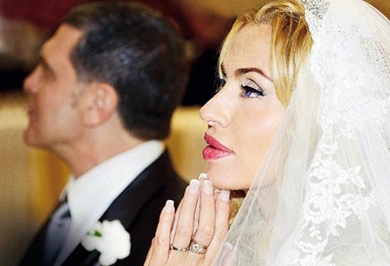 """Valeria Marini furiosa: amiche """"poco chic"""" come il matrimonio"""