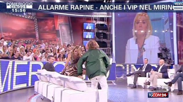 Ana Laura Ribas sviene in diretta durante Pomeriggio Cinque – VIDEO