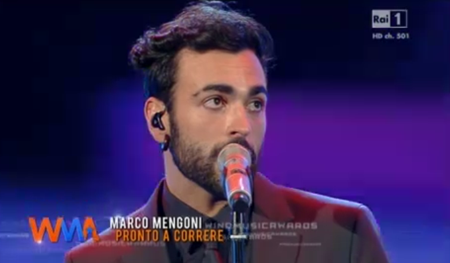 Marco Mengoni: terzo disco di platino, anche per l'album; ieri ai Wind Music Awards – VIDEO