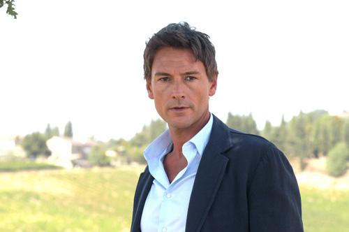 Roberto Farnesi in autunno con Le Tre rose di Eva 2 ed intanto sogna Uomini e Donne