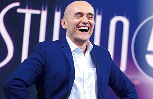 """Studio 5, Alfonso Signorini: """"Vorrei fare una carrambata a Maria De Filippi, Moreno è il futuro di Canale 5"""""""